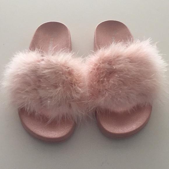 0b2d7a414800 Faux fur sliders. M 5b315b4d2beb79d0136d493d